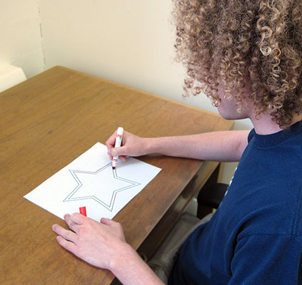 picture of someone tracing shape on paper
